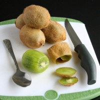 How to Peel a Kiwi with a Spoon
