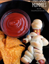 Hot Dog Mummies from DessertNowDinnerLater.com #halloween