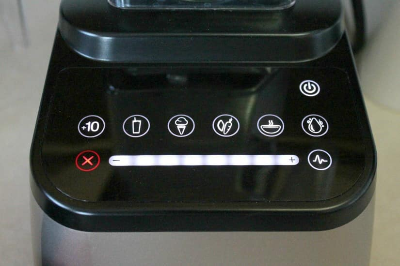Blendtec Designer 675's illuminated touch interface (key pad)