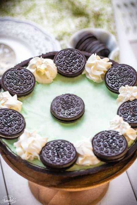 No Bake Chocolate Mint Oreo Pie
