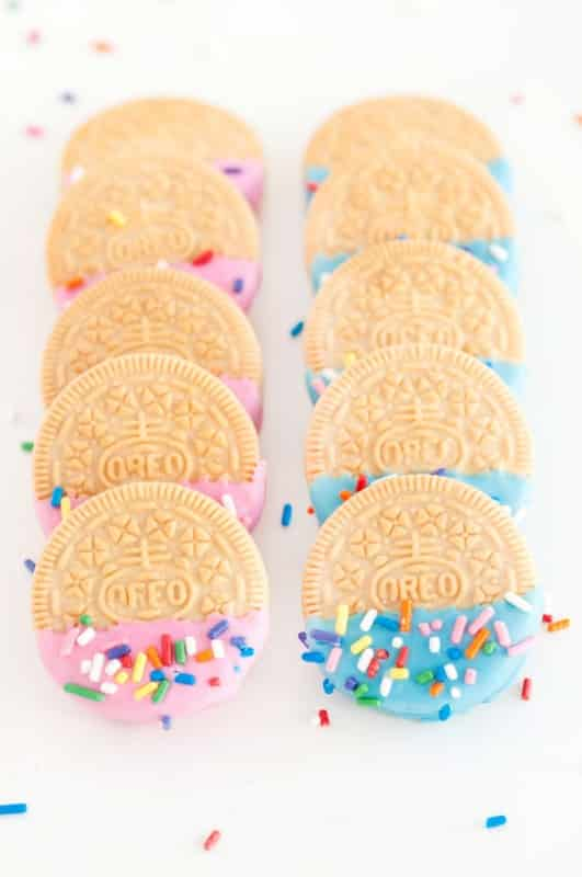 Want an easy baby shower treat with a sprinkle of elegance? Try these Confetti Oreos from Sprinkles for Breakfast.