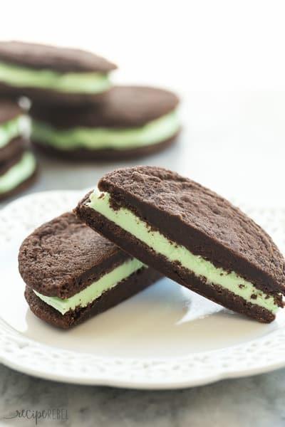 Homemade Mint Chocolate Oreos // The Recipe Rebel