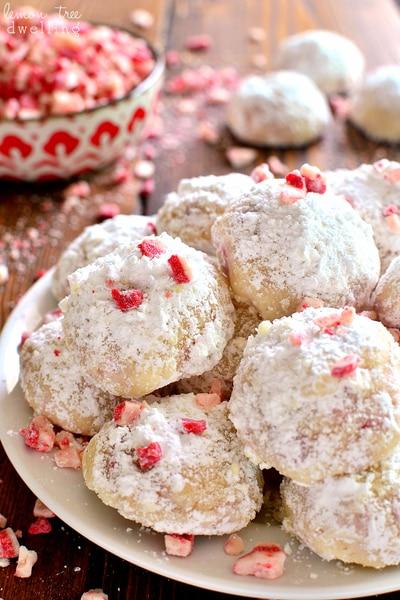 Peppermint Snowballs // Lemon Tree Dwelling