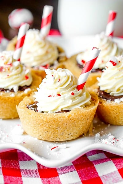 Peppermint Hot Chocolate Cookie Cups // The Love Nerds