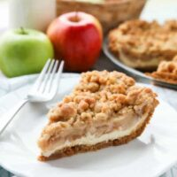 Apple Streusel Cheesecake Pie