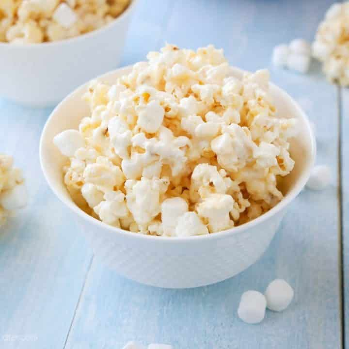 Marshmallow Popcorn is an easy and cheap snack that feeds a crowd! Perfect for movie night!