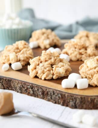 Close up of no-bake rice krispie treat cookies made with white chocolate, peanut butter, and marshmallows.